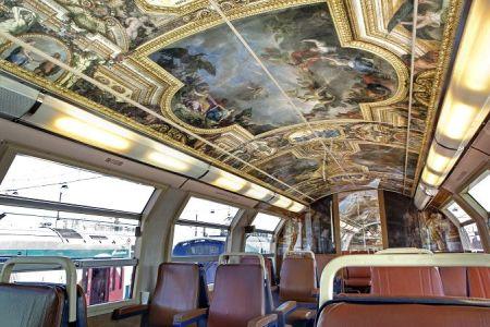 Cabines da linha C do RER decoradas em homenagem ao palácio de Versailles