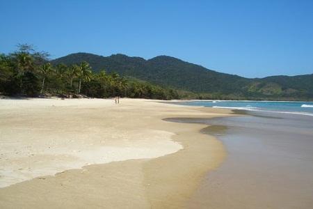 Praias com águas cristalinas no Ilha Grande